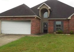 Poplar Glen Dr - Repo Homes in Denham Springs, LA